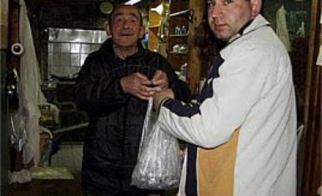 Rize'de Balıktan Çiğköfte yapıyor