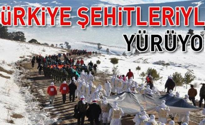 """Sarıkamış'ta, """"Türkiye Şehitleriyle yürüyor""""!"""