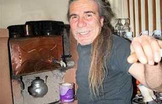 Çay yapa yapa Uzun saçları ağardı