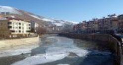Çoruh Nehri buz, Ovit yol vermez!